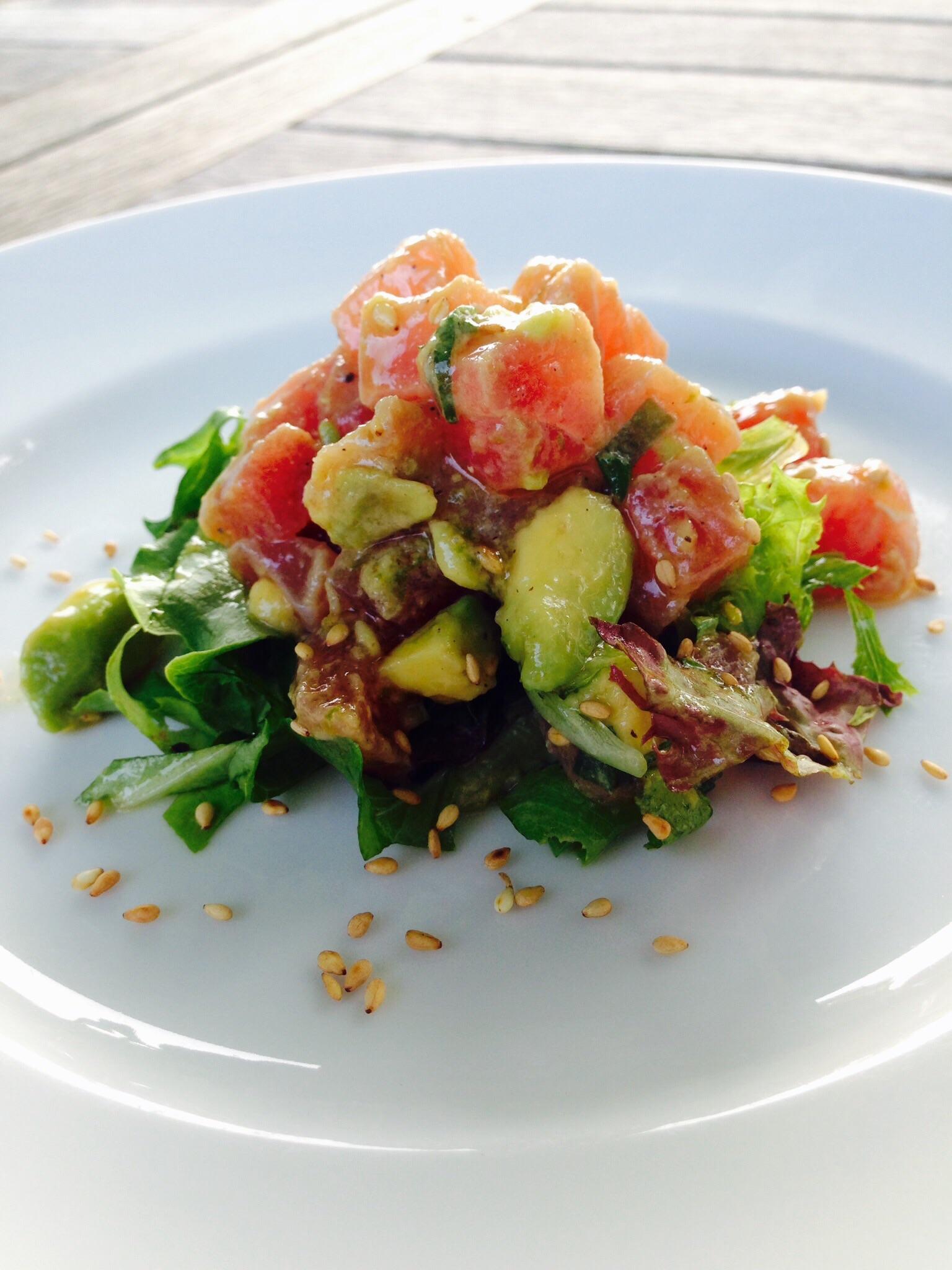 how to eat tuna tartare