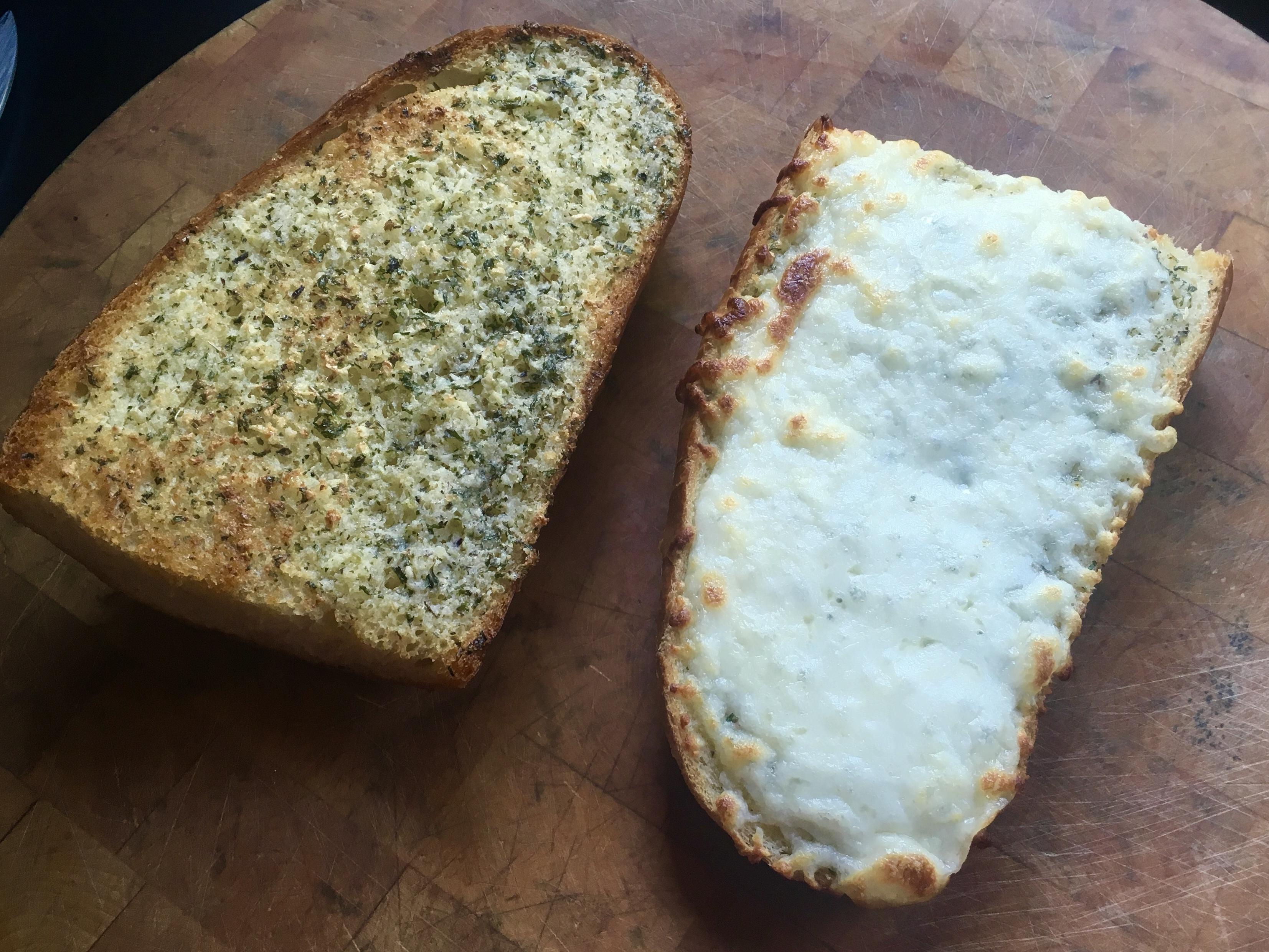 how to cook frozen garlic bread in oven